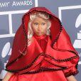 Nicki Minaj se muait en none avec une tenue Versace lors des 54e Grammy Awards. Ce qui lui vaudra la colère des associations catholiques.