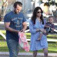 Selma Blair, son fils Arthur et son nouveau petit ami profitent d'une journée ensoleillée dans un parc à Los Angeles. Le 3 février 2013.