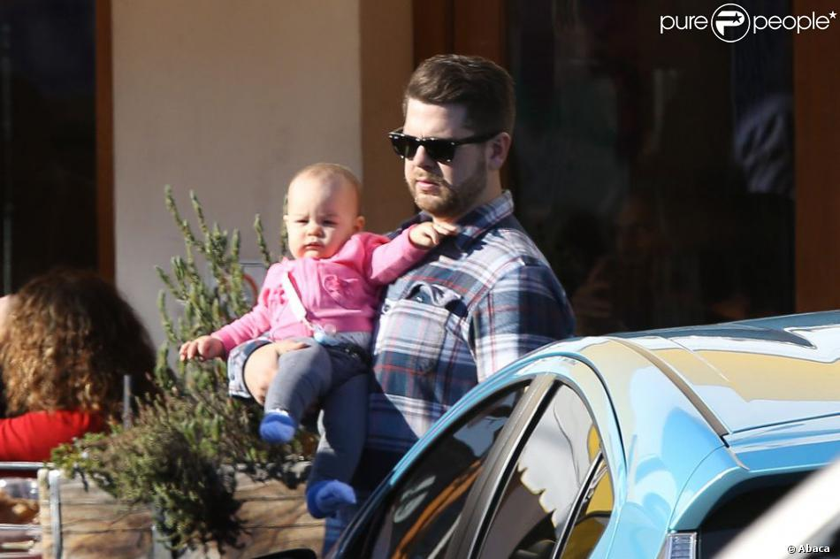 Jack Osbourne de sortie avec sa fille Pearl dans les rues de Los Angeles, le 9 février 2013.