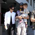 La chanteuse Alicia Keys avec son mari Swizz Beatz et leur fils Egypt, à la sortie d'un restaurant, à West Hollywood, le 12 février 2013.