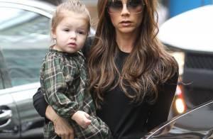 Victoria Beckham et sa fille très stylées pour une virée au magasin de jouets
