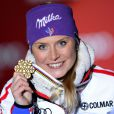 Tessa Worley ravissante avec sa médaille d'or après son triomphe en géant lors des championnats du monde le 14 février 2013 à Schladming en Autriche