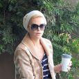 Charlize Theron complice avec son fils Jackson lorsqu'elle fait du shopping à Beverly Hills, le 16 février 2013
