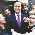 Les One Direction et David Cameron sur le tournage de leur clip pour l'association Comic Relief.