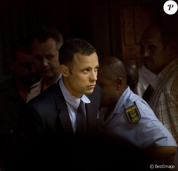 Oscar Pistorius dans la salle d'audience du tribunal de Pretoria en Afrique du sud le 15 février 2013.