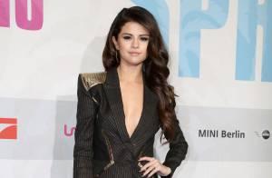 Selena Gomez : Décolleté et femme sexy au côté de Spring Breakers allumeuses