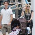 Carlos Moya, son épouse Carolina profitent de la douceur de Miami pour s'offrir une sortie en famille avec leurs enfants dans un parc de Miami, le 19 février 2013