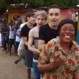 Les chanteurs de One Direction s'éclatent dans le clip de One way or another au profit de l'association Comic Relief. Le clip a été mis en ligne le 21 février 2013.