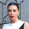 Kim Kardashian, très en beauté et habillée d'une robe noire et blanche Cédric Charlier, quitte son domicile. Beverly Hills, Le 21 février 2013.