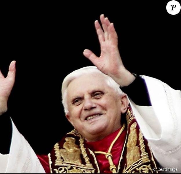 Benoît XVI au Vatican le 19 avril 2005.