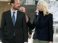 Princesse Mette-Marit : Elégante sur scène pour un échange intense devant Haakon