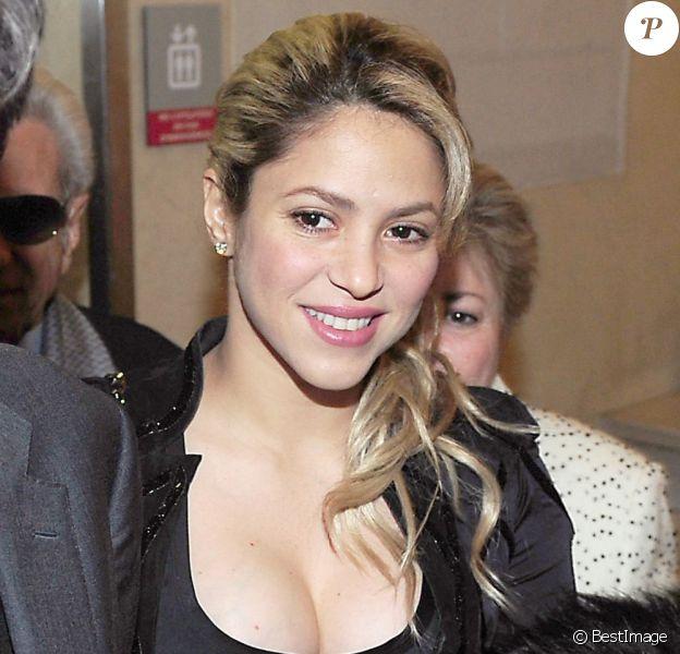 Shakira assiste à l'exposition du photographe Jaume De Laiguana à Barcelone le 28 fevrier 2013.