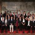 Valérie Trierweiler et François Hollande entourés des athlètes lors de la cérémonie de remise de la Légion d'honneur aux sportifs médaillés à Londres lors des Jeux olympiques, au palais de l'Elysée le 1er mars 2013 à Paris