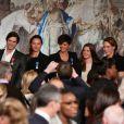 L'équipe de France de natation lors de la cérémonie de remise de la Légion d'honneur aux sportifs médaillés à Londres lors des Jeux olympiques, au palais de l'Elysée le 1er mars 2013 à Paris