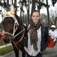 Laure Manaudou au milieu des chevaux à l'hippodrome de Paris-Vincennes le 2 mars 2013