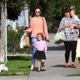 Alessandra Ambrosio, son fils Noah et sa fille Anja à Los Angeles, le 4 mars 2013. La petite tribu va rendre visite à des amis.