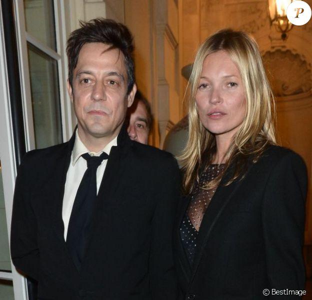 Jamie Hince et Kate Moss assistent à la soirée de lancement du deuxième numéro de CR Fashion Book, le magazine de Carine Roitfeld, à l'hôtel Shangri-La. Paris, le 5 mars 2013.
