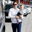 Jennifer Garner et son fils Samuel le 5 mars 2013 dans les rues de Los Angeles