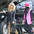 Fergie, enceinte, se balade avec une amie dans les rues de Beverly Hills, le 6 mars 2013.
