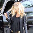Fergie, enceinte, affiche son baby-bump dans les rues de Los Angeles, le 6 mars 2013.