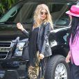 Fergie, enceinte, a fait une sortie avec une amie dans les rues de Beverly Hills, le 6 mars 2013.