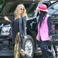 Fergie, enceinte, a affiché son  baby-bump  en compagnie d'une amie dans les rues de Beverly Hills, le 6 mars 2013.