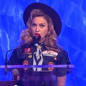 Madonna, vêtue en Boy Scout, tente encore la provoc avec un baiser