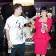 Rob Kardashian, soutenu par sa mère Kris Jenner, fait la promo de sa ligne de chaussettes Arthur George dans la boutique Kardashian Khaos dans l'hôtel-casino Mirage. Las Vegas, le 16 mars 2013.