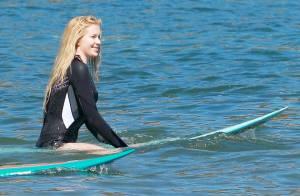 Ireland Baldwin : Surfeuse et amoureuse, la fille de Kim Basinger rayonne !