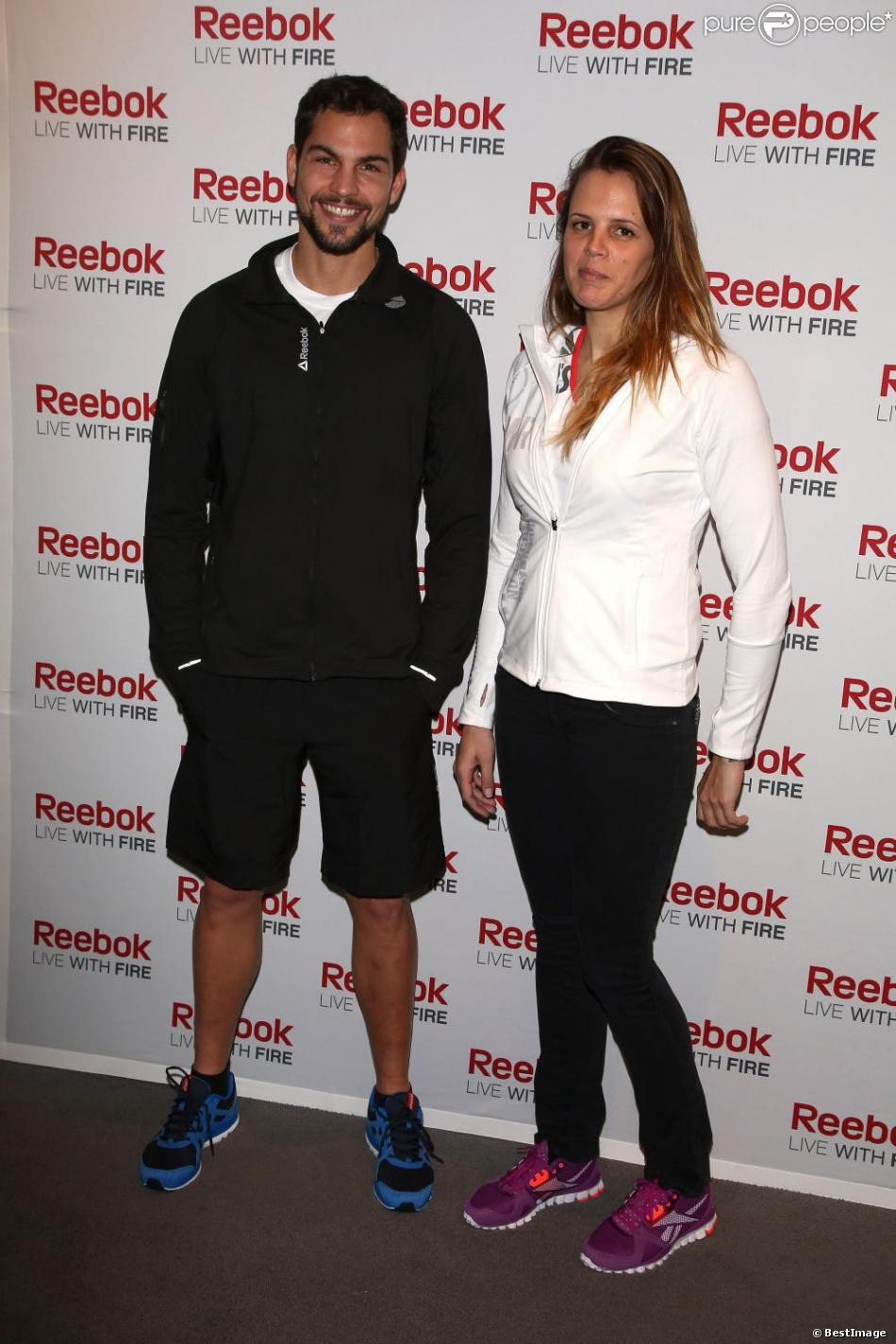 brice de koh lanta et laure manaudou lors d 39 un v nement organis par reebok au pure club med. Black Bedroom Furniture Sets. Home Design Ideas