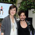 Daphné Bürki et Gunther Love présentent leurs nouvelles cannettes Schweppes Zero à l'Hôtel Amour à Paris, le 19 mars 2013.