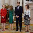 Felipe, Letizia, Elena et Sofia d'Espagne accueillaient à la Zarzuela le 20 mars 2013 des membres de la Commission d'évaluation du Comité international olympique (CIO) à l'occasion de leur visite de Madrid dans le cadre de la candidature de la capitale espagnole pour l'organisation des JO 2020.