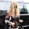 Fergie, enceinte, à l'aéroport LAX de Los Angeles, le 20 mars 2013.
