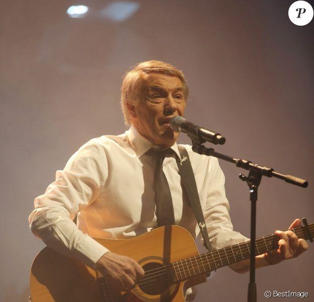 Le chanteur Salvatore Adamo en concert à L'Olympia à Paris le 26 mars 2013.