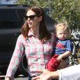 Jennifer Garner se promène avec ses enfants Violet, Seraphina et le petit Samuel à Los Angeles, le 28 mars 2013.