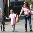 Jennifer Garner avec ses enfants Violet, Seraphina et Samuel à Los Angeles, le 28 mars 2013.