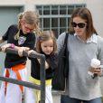 Jennifer Garner est allée chercher ses filles à la sortie de leur cours de karaté à Brentwood, le 29 mars 2013.