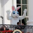 La lapin de Pâques et le mini-président des États-Unis pour la traditionnelle chasse aux oeufs de la Maison Blanche, le 1er avril 2013.