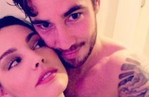 Kelly Brook : Photo coquine pour l'irrésistible mannequin et son chéri tatoué