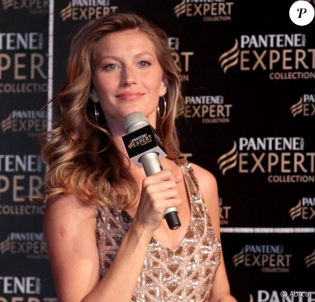 Gisele Bündchen renversante de beauté lors d'une soirée Pantène, dont elle est l'ambassadrice au Brésil. Le 3 avril à Sao Paulo.