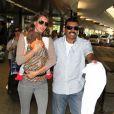 Gisele Bündchen de retour dans son pays natal du Brésil le 2 avril 2013. La star et sa fille de 4 mois Vivian ont du mal à se frayer un passage parmi les paparazzi à l'aéroport de Sao Paulo.