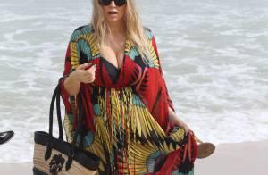 Fergie, rayonnante au Brésil : Baby bump à la plage et bains de foule animés