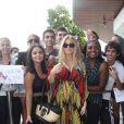 Fergie, enceinte, a posé avec ses fans lors de son séjour à Rio de Janeiro au Brésil, le 4 avril 2013.