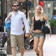 Michelle Hunziker et Tomaso Trussardi à Miami le 6 juin 2012. Le couple, fiancé en janvier 2013, attend son premier enfant en octobre 2013.