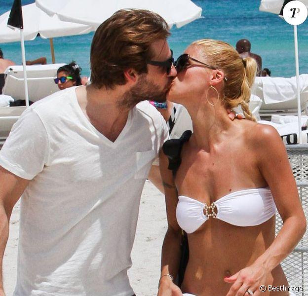 Michelle Hunziker et Tomaso Trussardi en vacances à Miami le 2 juin 2012. Le couple, fiancé en janvier 2013, attend son premier enfant en octobre 2013.