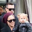 La chanteuse Pink, Carey Hart, et leur fille Willow à Paris, le mardi 16 avril 2013.