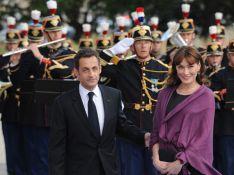 PHOTOS : Carla Bruni, sa couleur c'est définitivement le... violet !