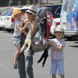 Naomi Watts et ses deux enfants au Kids Earth Day à Los Angeles, le 21 avril 2013.