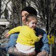 Le footballeur David Beckham et son adorable fille Harper dans les rues de Notting Hill à Londres. Le 24 avril 2013.