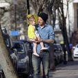 David Beckham et sa petite fille Harper se promènent à Londres, le 24 avril 2013.